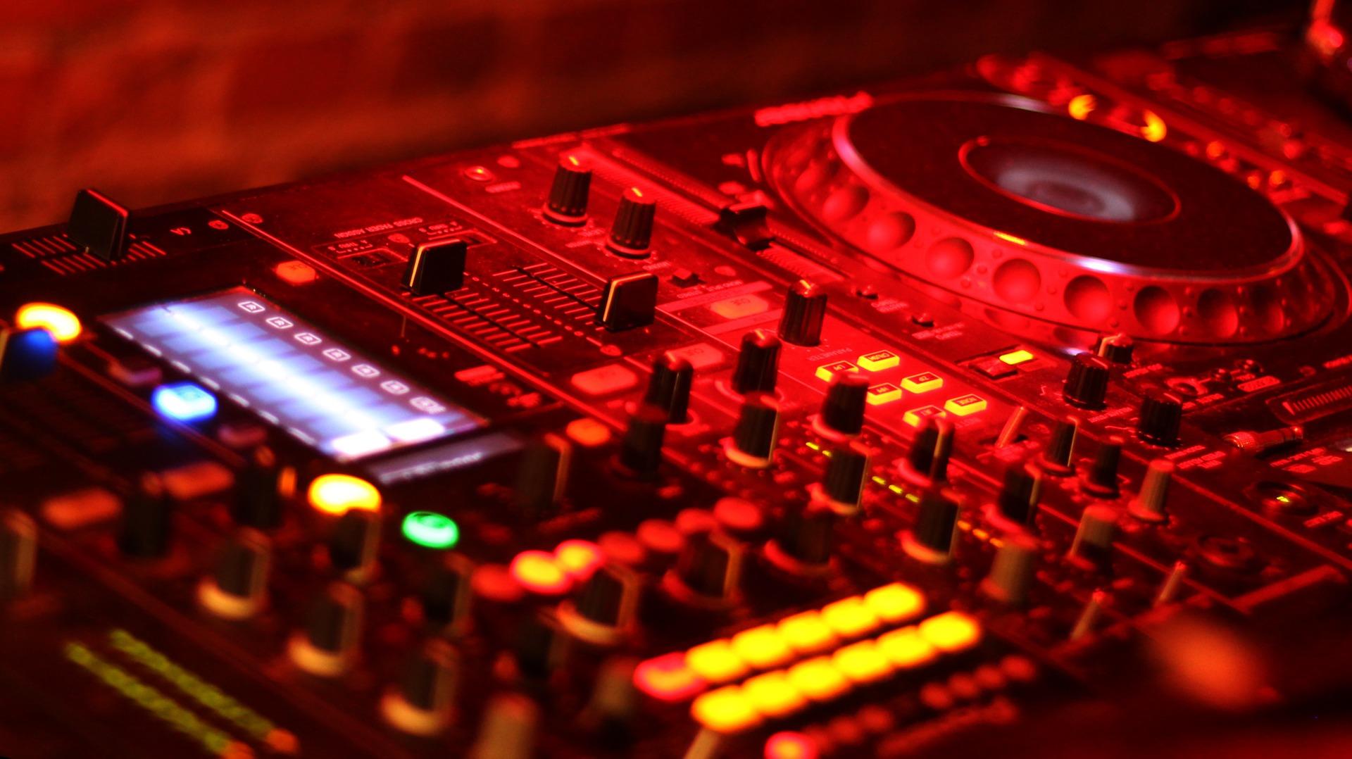 DJ Steve Clash filmt Konzert im Luftschiff • 06.05.2021