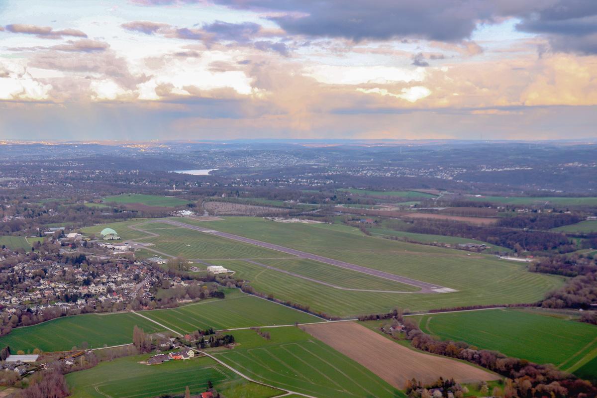 Flughafen Essen/Mülheim: Grüne steuern Schlingerkurs • 14.04.2021